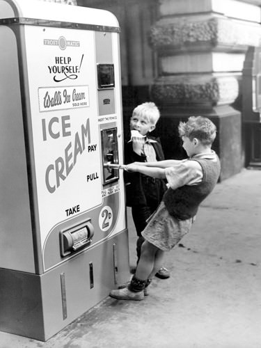 Walls Ice Cream from Slot machine, Water von Anonym