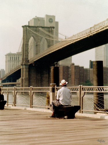 New York Man at the Brooklyn I von Ralf Uicker
