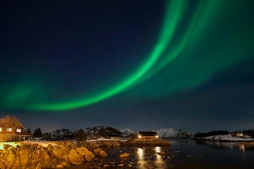 Ballstad Lofoten Nordlicht von Rolf Fischer