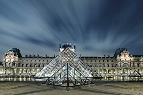 Pyramide moderne von Arnaud Bertrande