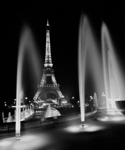 Eiffel Tower Fountains von Dave Butcher