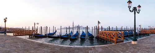 Gondeln in Venedig von Rolf Fischer