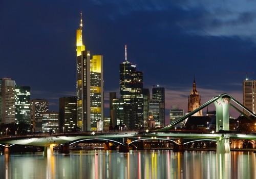 Frankfurt Main Skyline Abend von Rolf Fischer