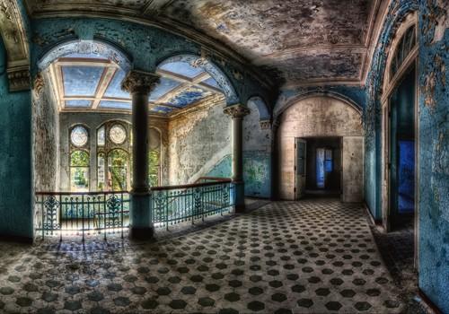 Beautiful Decay von Matthias Haker