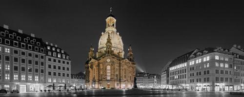 Altmarkt Dresden mit Frauenkirche von Rolf Fischer