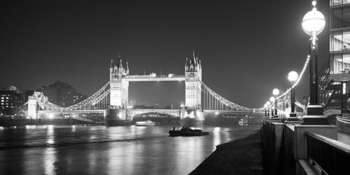 Tower Bridge at Night von Dave Butcher