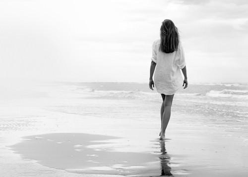 Walking on a White Beach von Marco Milillo