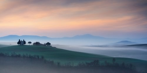 Capella di Vitaleta at Dawn - Tuscany I von Andy Mumford