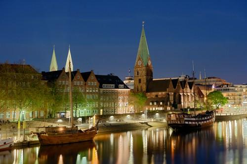 Bremen Hafen bei Nacht von Rolf Fischer